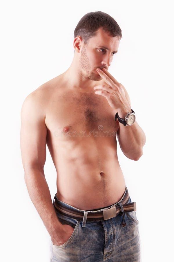 Mannen i den shirtless studion arkivbilder