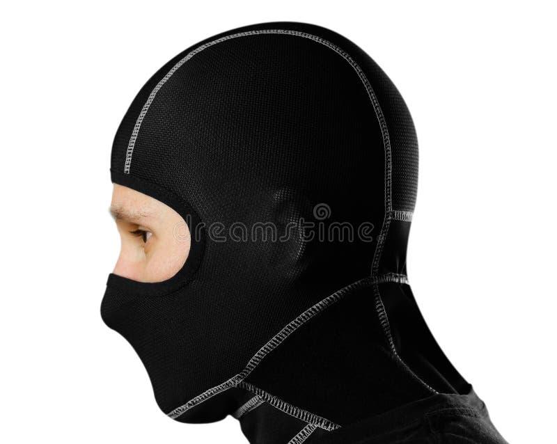Mannen i den svarta balaclavaen close upp Isolerat på vitbaksida arkivfoto