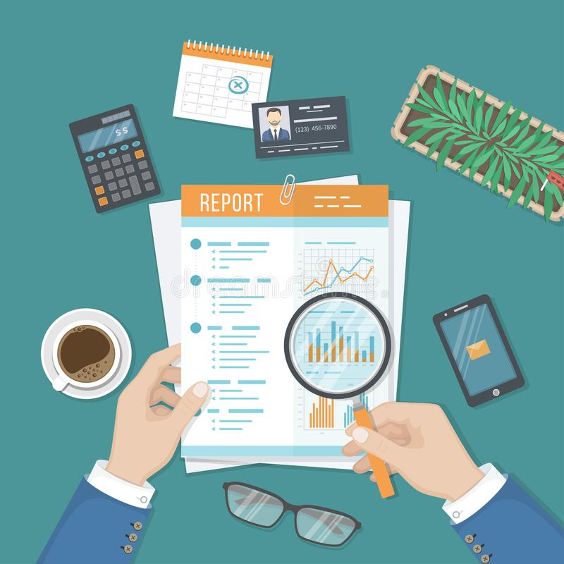 Mannen med förstoringsglaset analyserar rapporten, det pappers- dokumentet med grafer och diagram Forskning planläggning, analys royaltyfri illustrationer