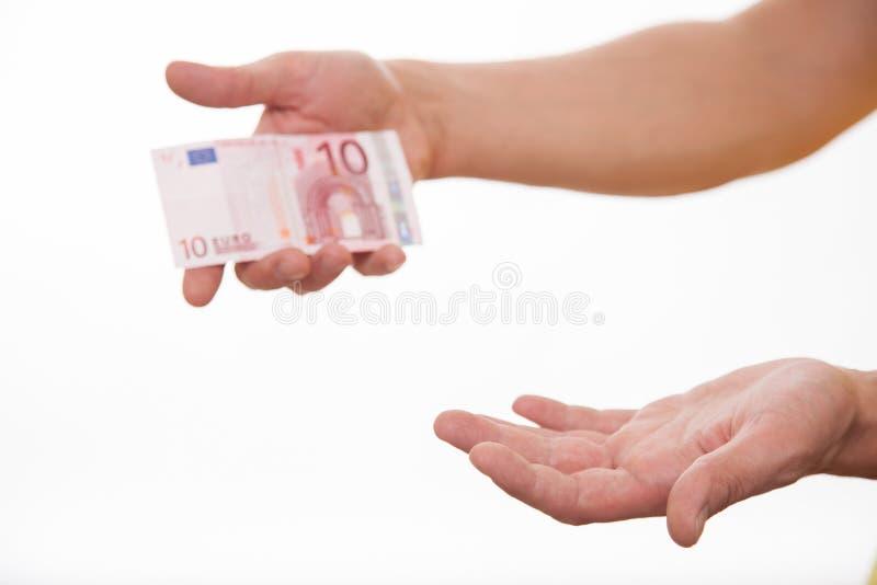 Mannen som rymmer euro tio och visar ett tomt, gömma i handflatan arkivfoto