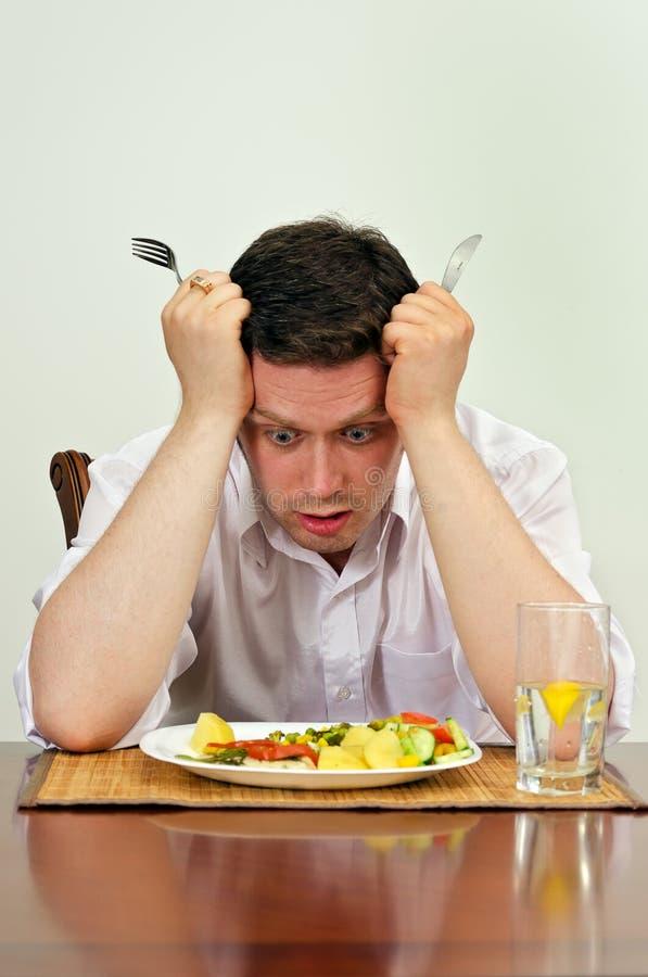 Mannen svikas med hans maträtt arkivfoton