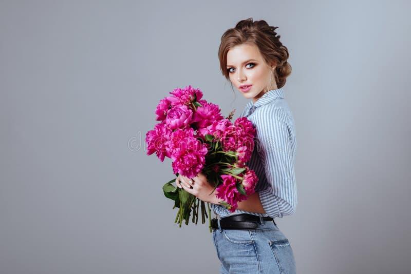 Mannequin avec des fleurs image libre de droits