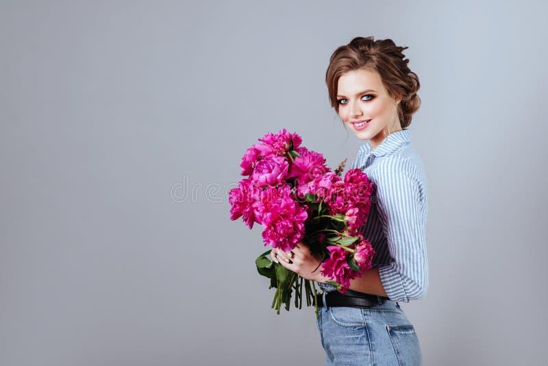 Mannequin avec des fleurs photos stock
