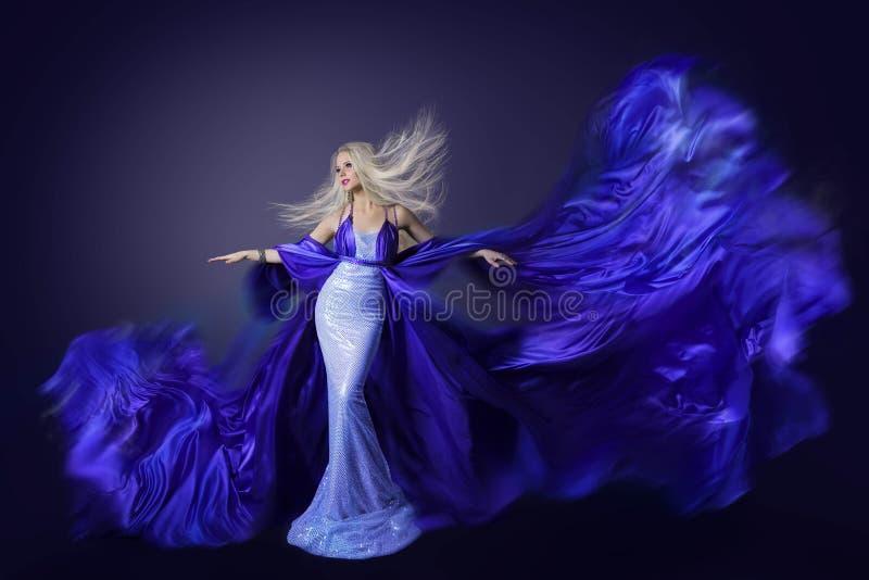 Mannequin Beauty, de Stof van de Vliegkleding op Wind, Fladderende Doek royalty-vrije stock foto's