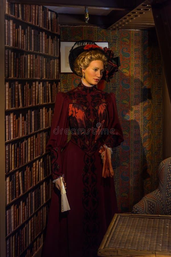 Mannequin Claire, la fille d'Eiffel dans l'appartement du Gustave Eiffel images libres de droits