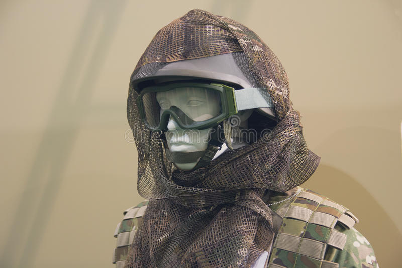 Mannequin dans un casque d'armée photographie stock libre de droits