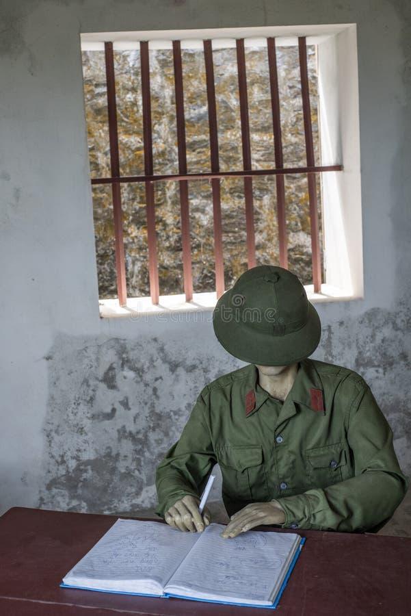Mannequin de um soldado-secretário em Cannon Fort em Cat Ba, Vietnã fotografia de stock