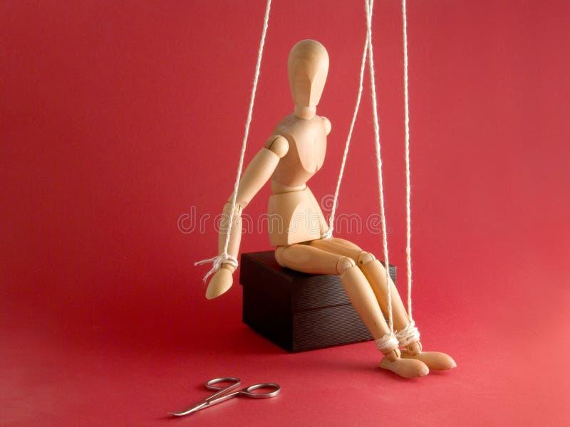 Mannequin e tesouras de madeira fotografia de stock royalty free