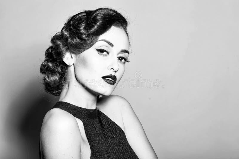 Mannequin Girl de beauté Regard de mode Femme élégante de charme image libre de droits