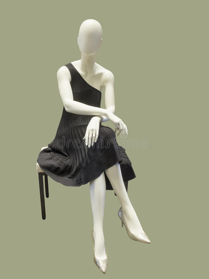 Mannequin habillé dans la robe de soirée noire photographie stock