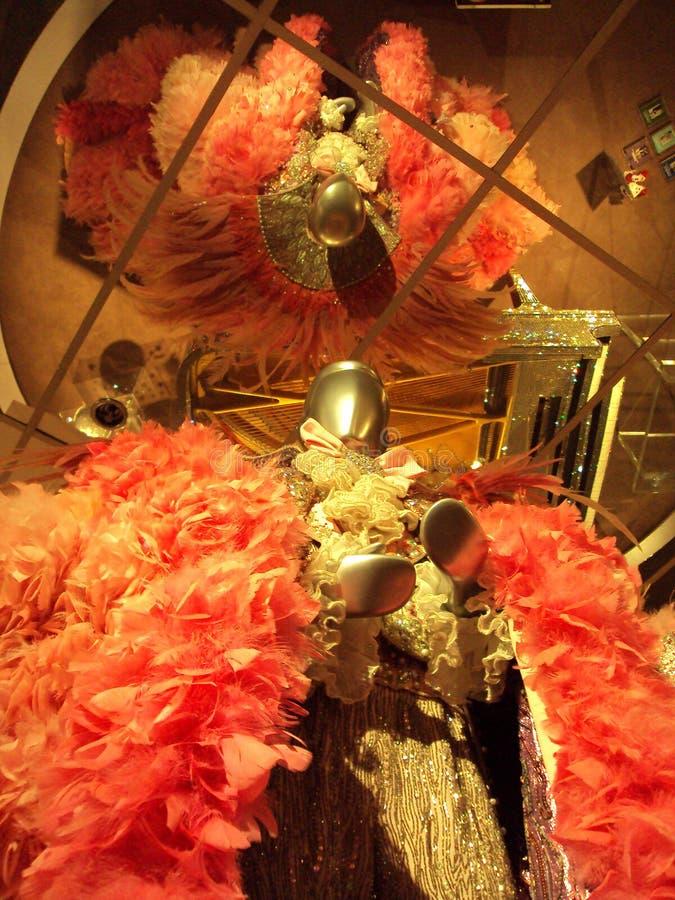 Mannequin jest ubranym różowego indyka piórka kostiumowego należenie Liberace zdjęcia royalty free