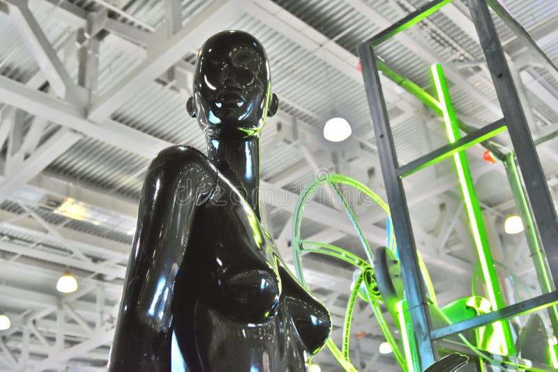 Mannequin kobieta przy 11th międzynarodową wystawą śmigłowcowy przemysł HeliRussia 2018 obraz royalty free
