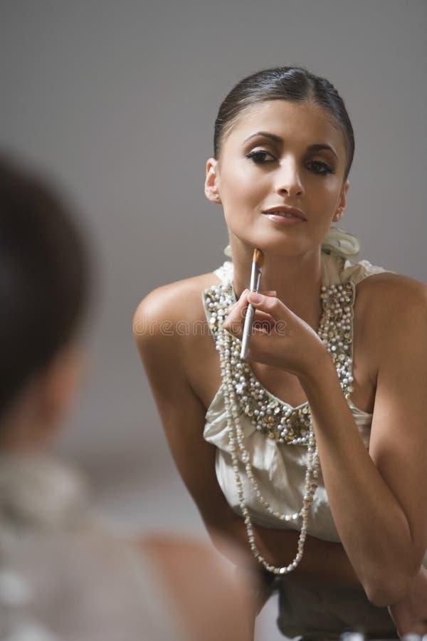 Mannequin With Makeup Brush image libre de droits