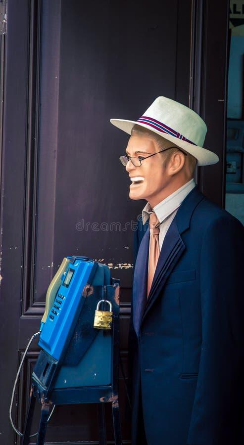 Mannequin masculin avec un chapeau photographie stock libre de droits