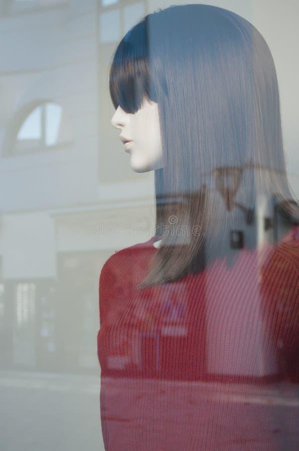 Mannequin mit rotem Pullover stockbild