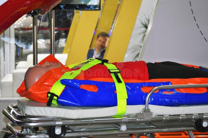 Mannequin na medycznych blejtramach przy 11th międzynarodową wystawą śmigłowcowy przemysł HeliRussia 2018 zdjęcia stock