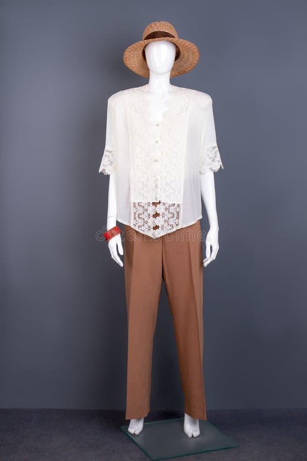 Mannequin in voller Länge mit Mode-Accessoires lizenzfreie stockbilder