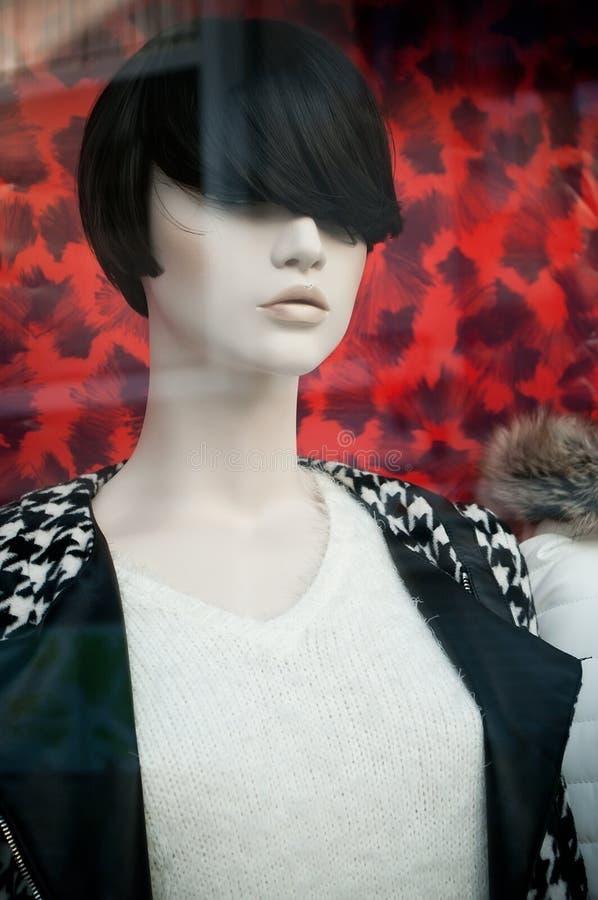 Mannequin w kobiety mody sklepie fotografia stock