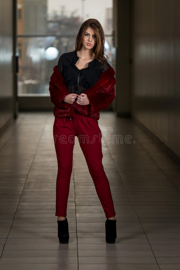 Mannequin Wearing Red Pants de charme et veste photos libres de droits
