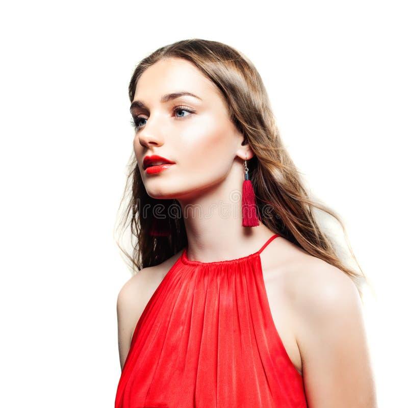 Mannequin Woman avec les boucles d'oreille rouges, longs cheveux photos libres de droits