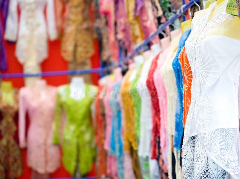 Mannequine, die schönes traditionelles '' Kebaya tragen stockfotos
