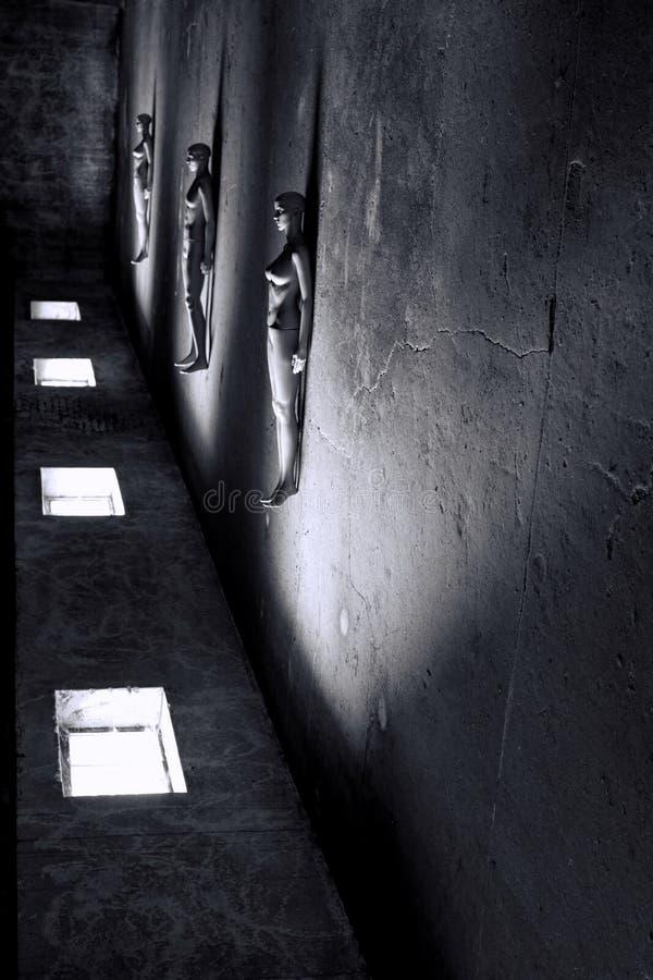Mannequins, die in der Dunkelkammer liegen lizenzfreie stockbilder
