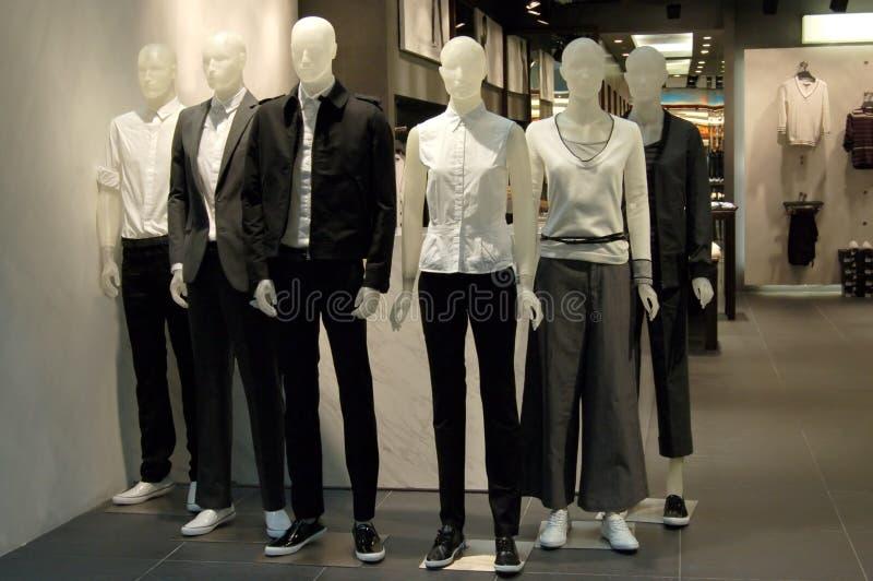 Mannequins em uma loja fotografia de stock