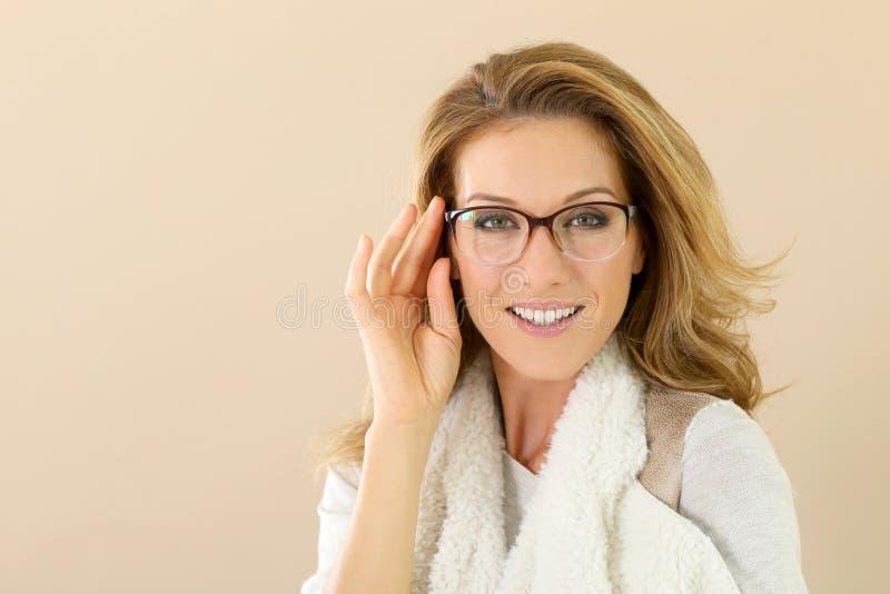 Mannequinvrouw met oogglazen stock afbeeldingen