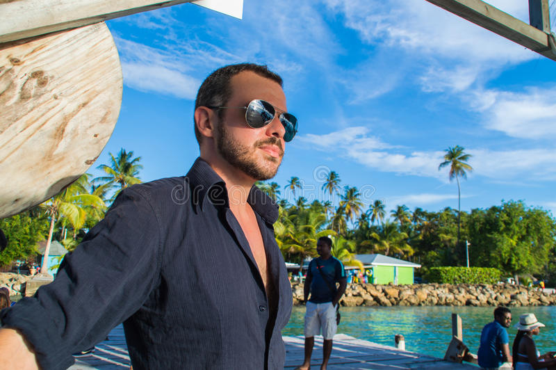 Mannetje die streng staren royalty-vrije stock fotografie