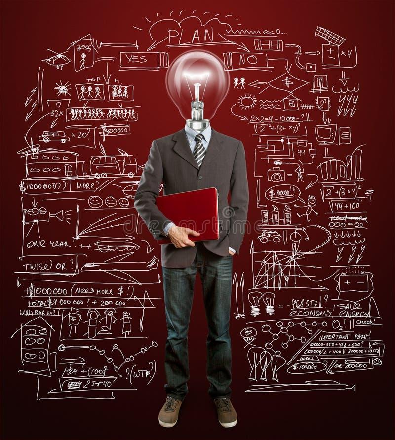 Mannetje in kostuum met lamp en laptop in zijn handen royalty-vrije stock foto