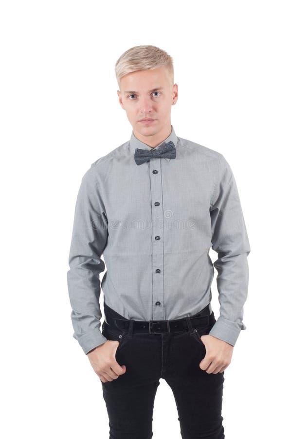 Mannetje in overhemd en vlinderdas status royalty-vrije stock foto