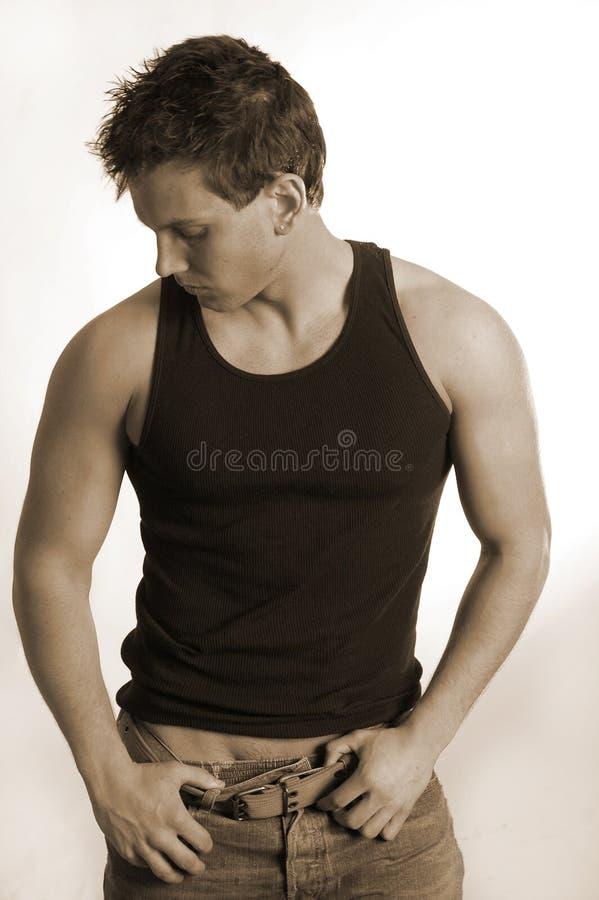Mannetje in zwart mouwloos onderhemd royalty-vrije stock foto's