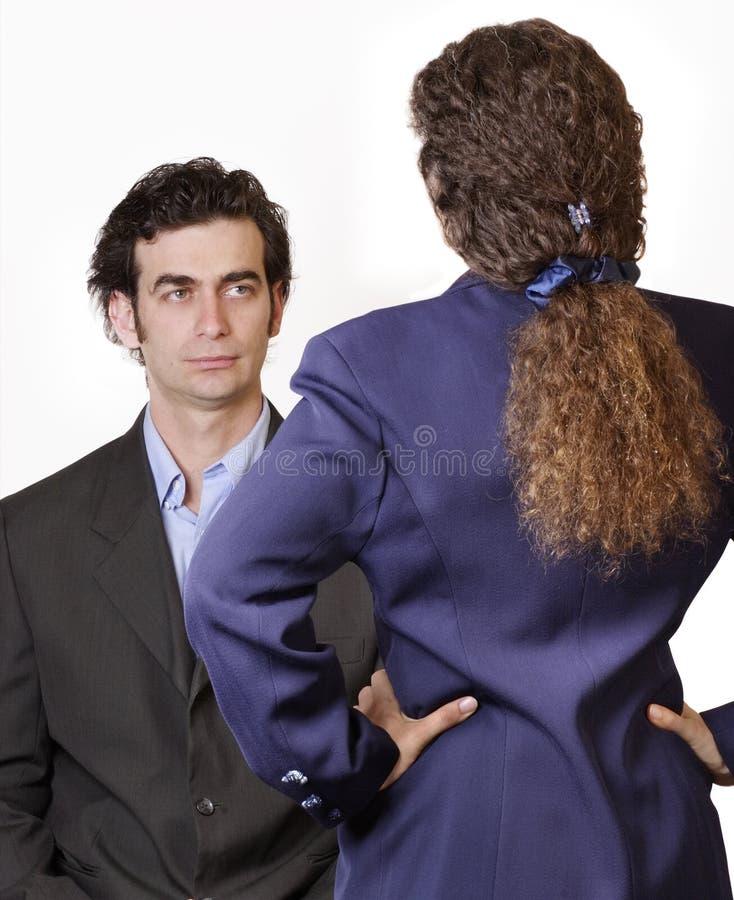 Mannfrauenkonfrontation lizenzfreie stockfotos