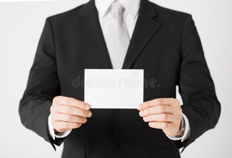 Mannhand mit leerem Papier stockfoto