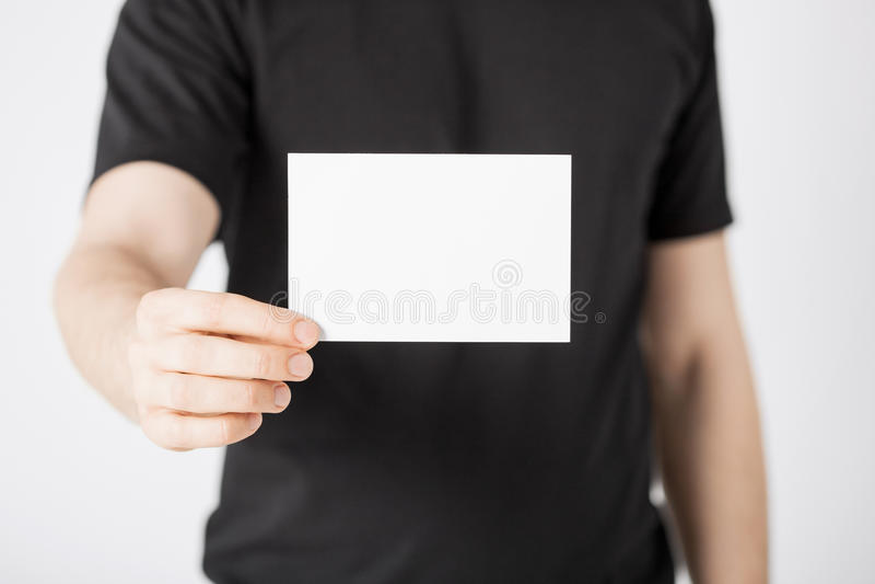 Mannhand mit leerem Papier lizenzfreies stockfoto