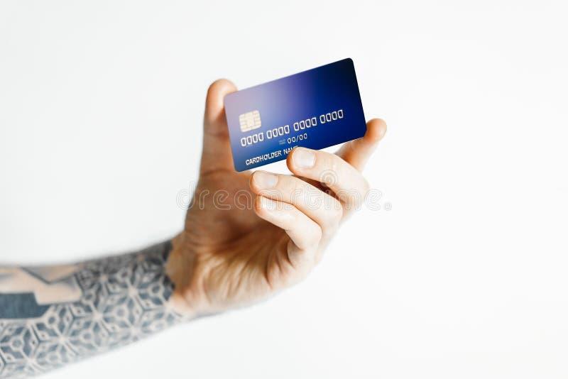 Mannhandholdingbankkarte lokalisiert auf weißem Hintergrund Wiedergabe 3d vektor abbildung