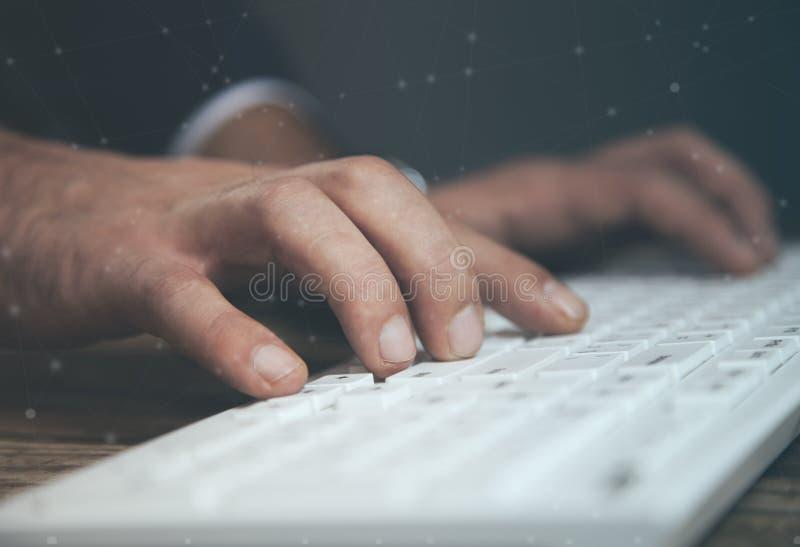 Mannhandtastatur lizenzfreies stockbild