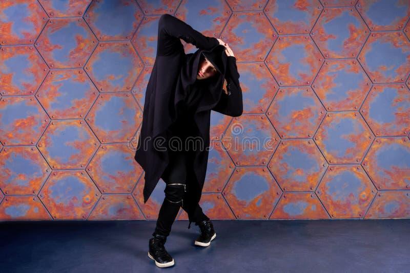 Mannhip-hop/-r&b/-Breakdancer lizenzfreie stockfotografie