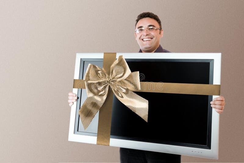 Mannholding lcd-Fernsehapparat lizenzfreie stockbilder