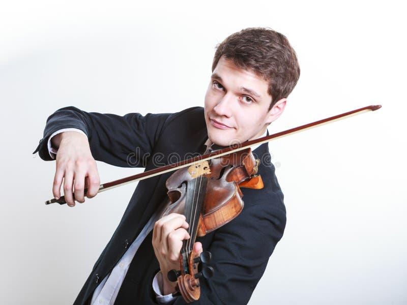 Mannmann gekleidet Violine elegant, spielend stockbild