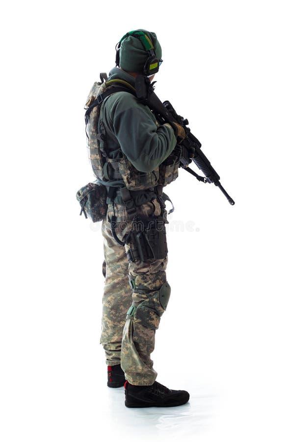Mannmilitärausstattung ein Soldat in die modernen Zeiten lizenzfreie stockbilder