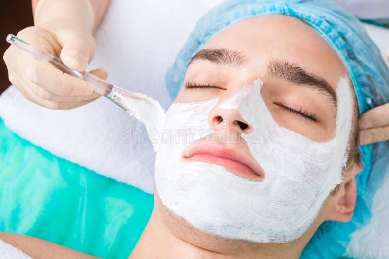 Mannschönheitshautpflege lizenzfreie stockfotografie