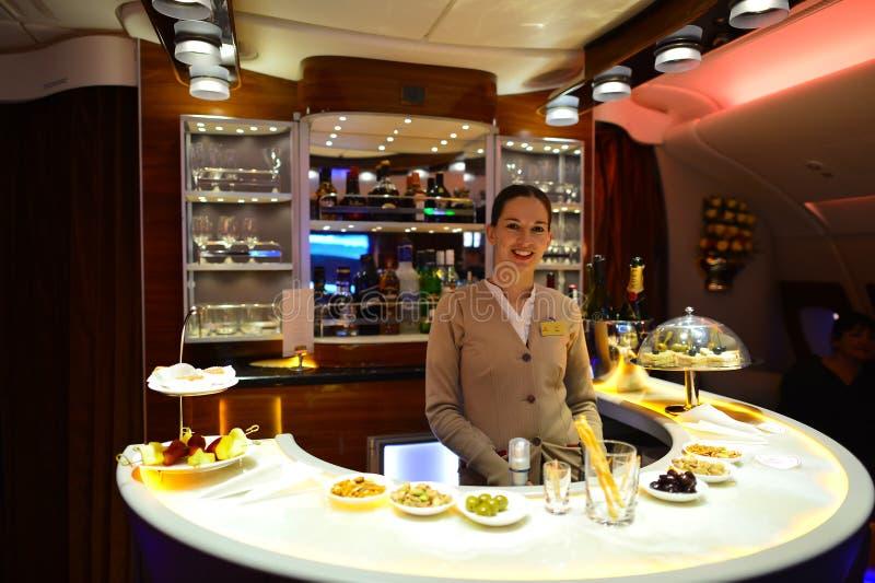 Mannschaftsmitglied Emirat-Airbusses A380 stockbilder