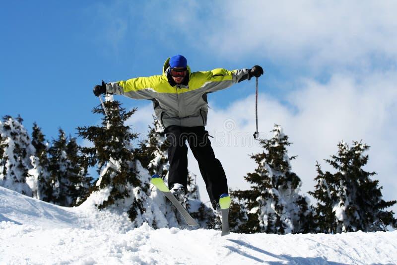 Mannskisprung stockfoto