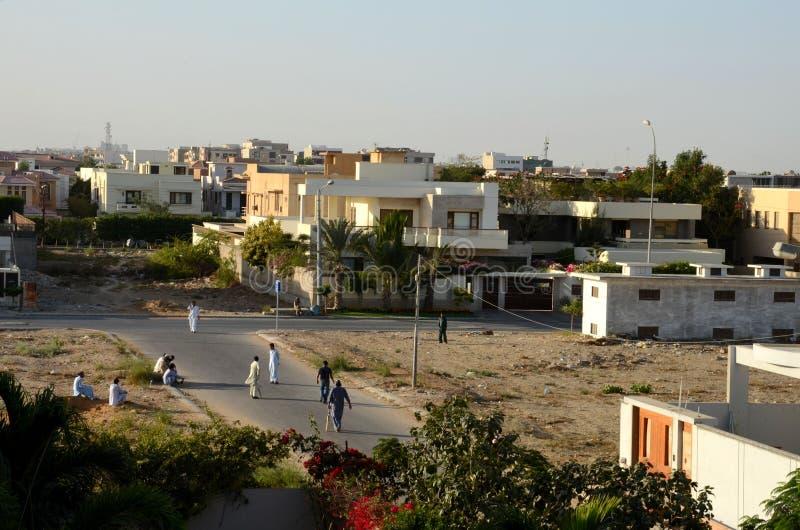 Mannspiel-Straßenkricket Karatschi Pakistan lizenzfreie stockbilder