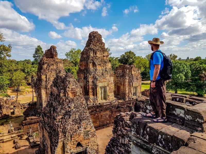 Manntourist in vor Rup-Tempel lizenzfreie stockfotografie