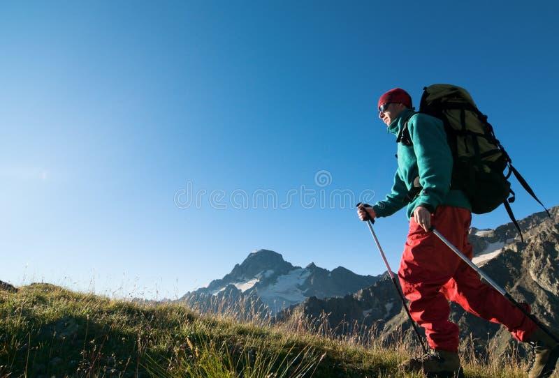 Mannwandern lizenzfreie stockfotografie