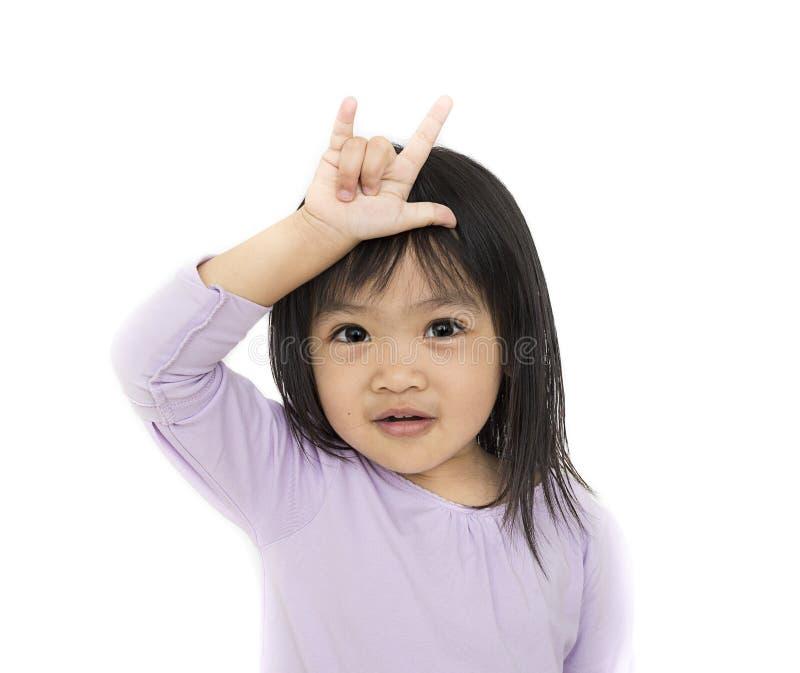 Mano asiatica del segno di amore di manifestazione del bambino fotografie stock