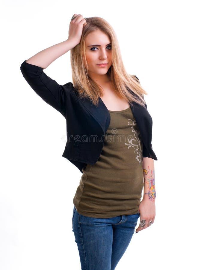 Mano attraente della tenuta della ragazza su una testa immagini stock libere da diritti