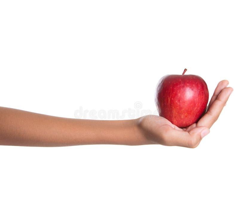 Mano che tiene Apple rosso I fotografia stock libera da diritti